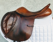 Warm brown leather - good condition 7 views this close contact saddle